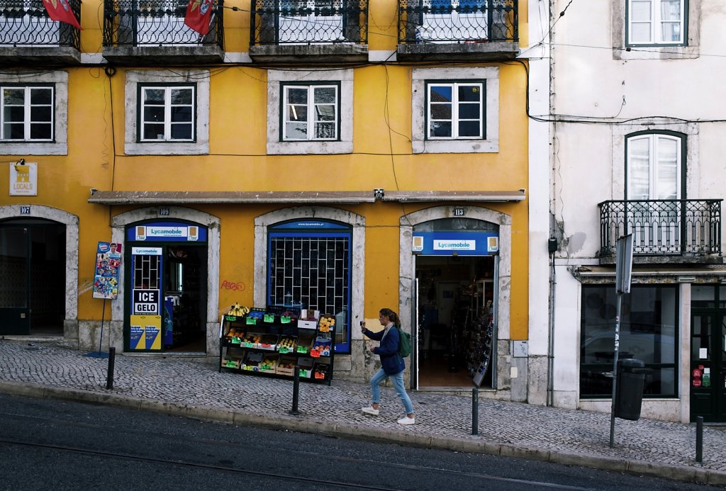 Walking up, Lisbon