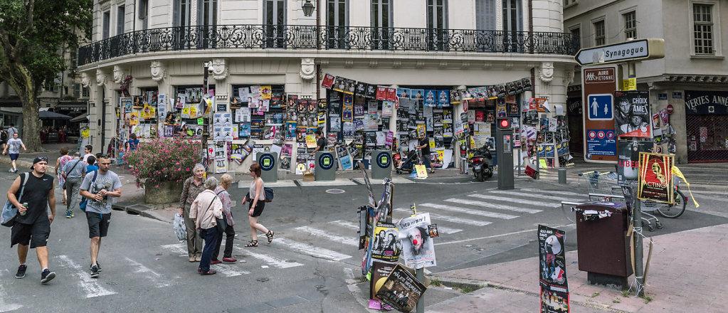 Les affiches envahissant la ville, Avignon