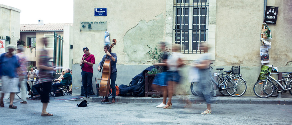 Guitar and bass performance, Avignon