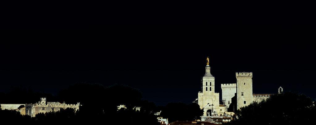 Avignon dans la nuit americaine