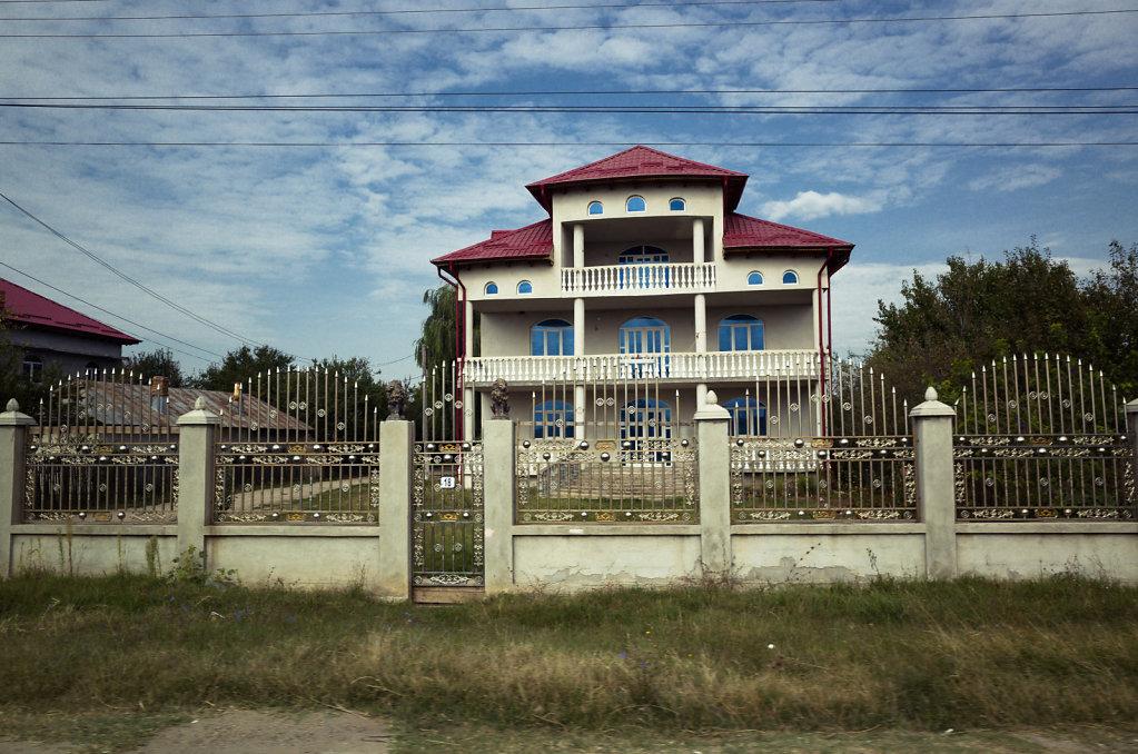 Identical house, I