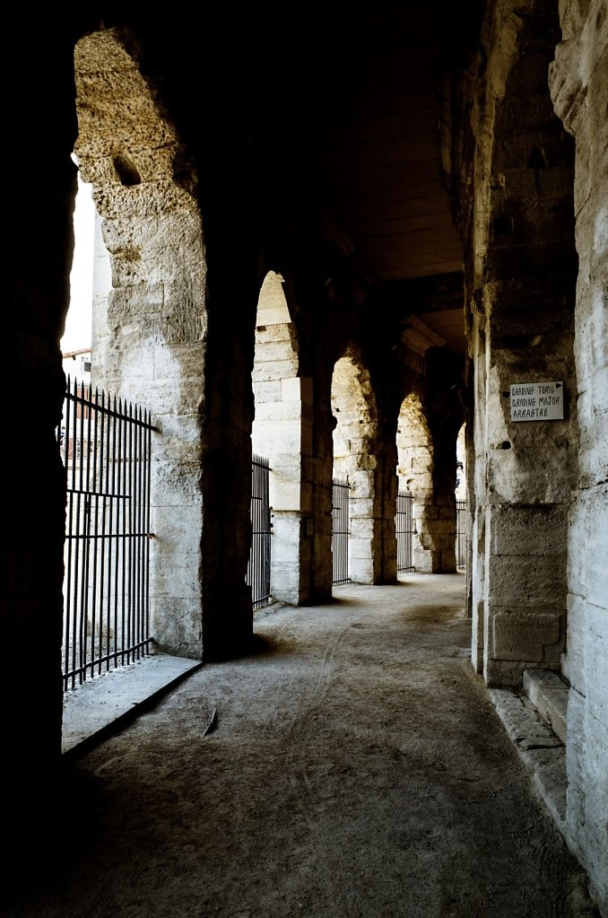 Passage in Les Arenes d'Arles
