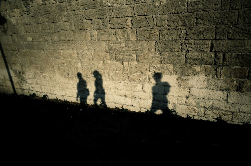 Walking shadows, Arles