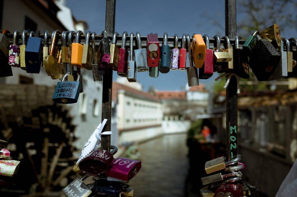 Padlocks of love, Prague