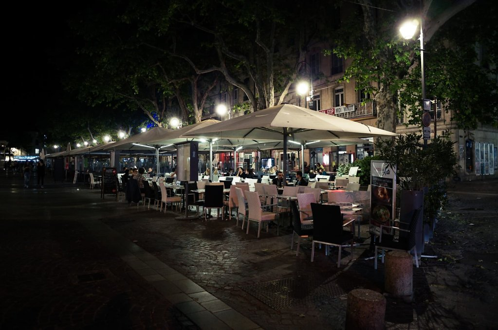 Place de l'Horologe in the night, Avignon