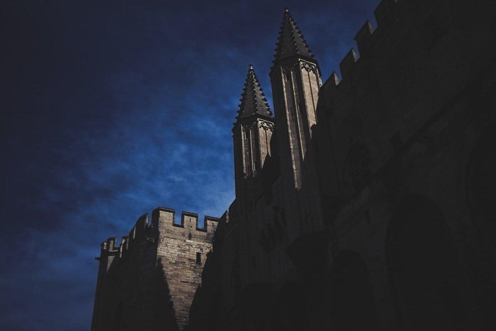 Palais des Papes sous une nuit americaine