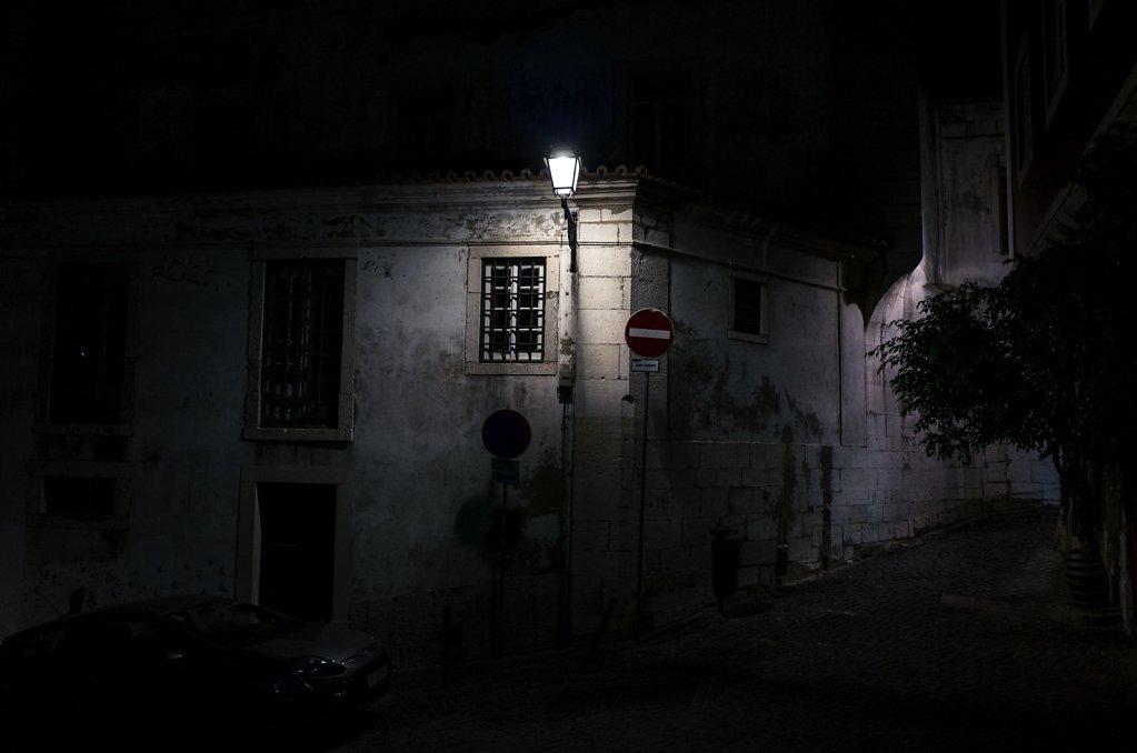 Envahi par la nuit, II