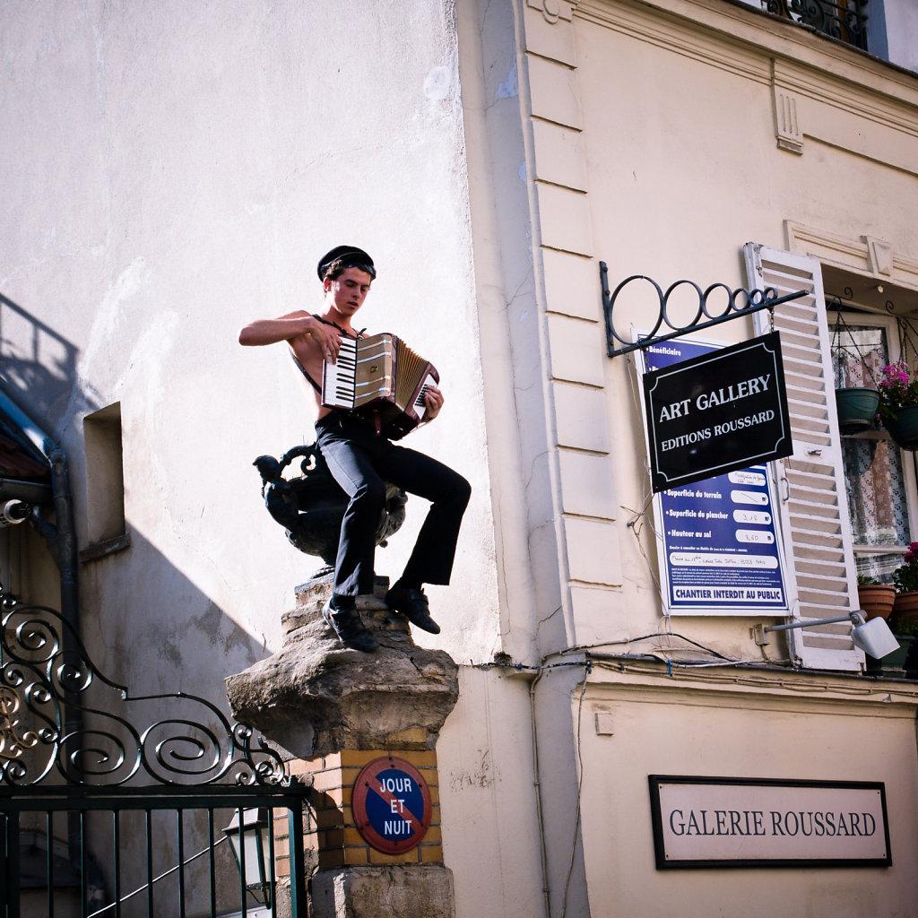 L'accordeoniste, Paris