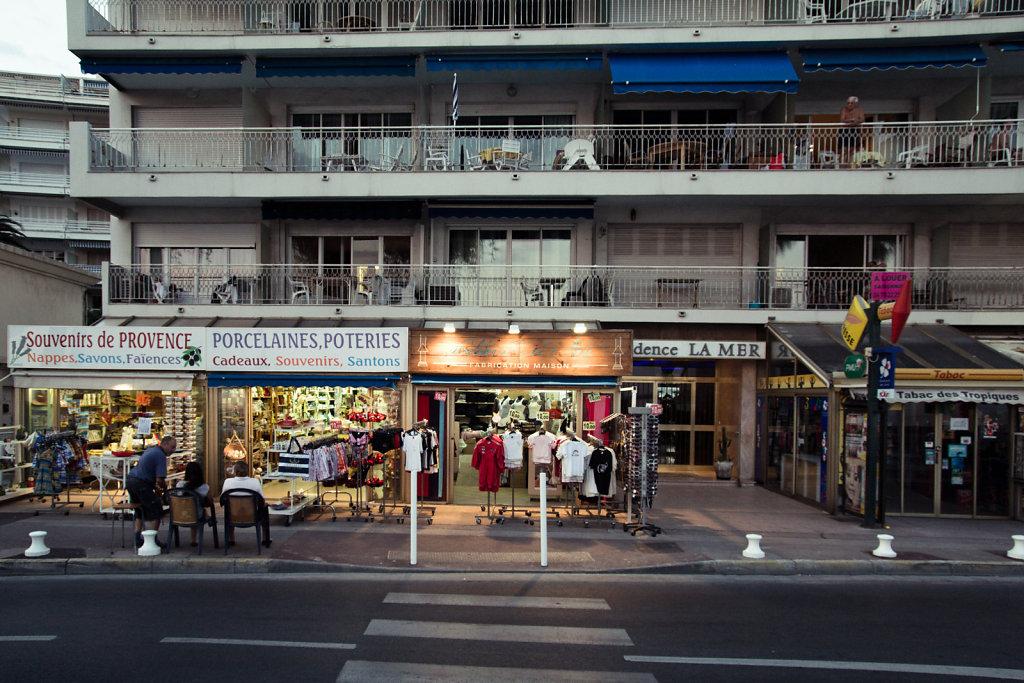 Evening shopping, Juan-les-Pins
