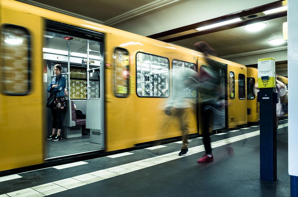 Leaving train in Stadtmitte U Bahn station