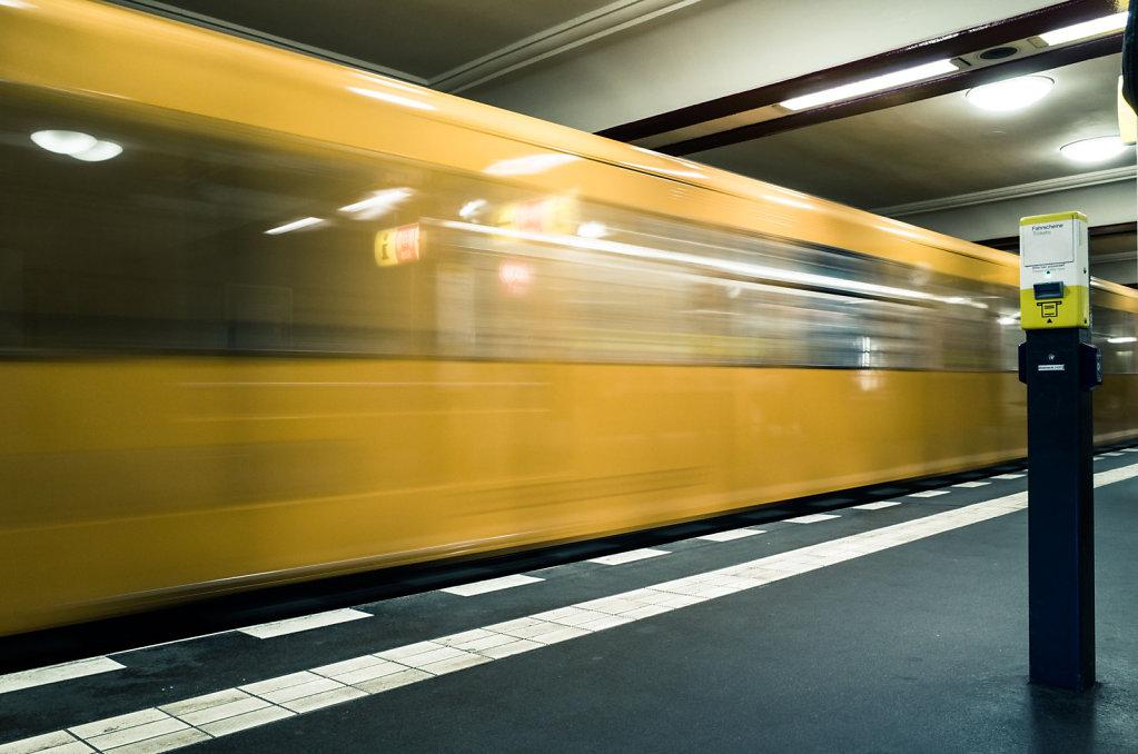 Moving train in Stadtmitte U Bahn station