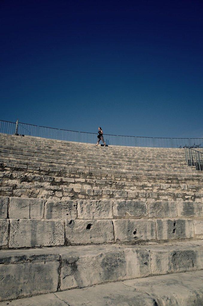 Walking around the Théâtre antique d'Arles