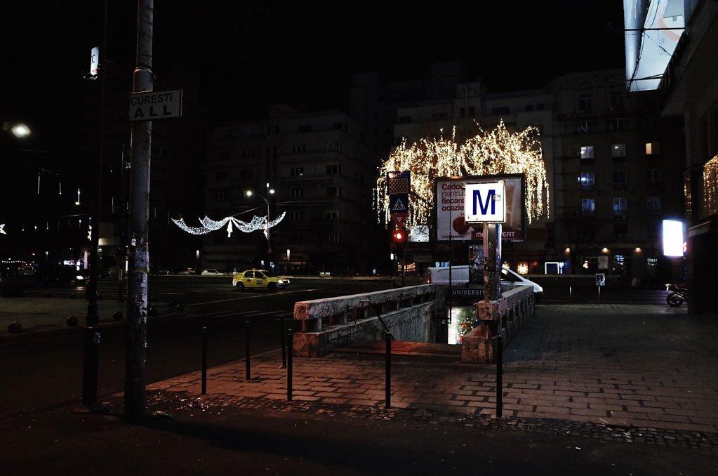 Universitate subway station, exterior, night